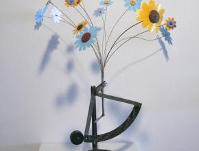 3. 2009_Garden_flowers_scale